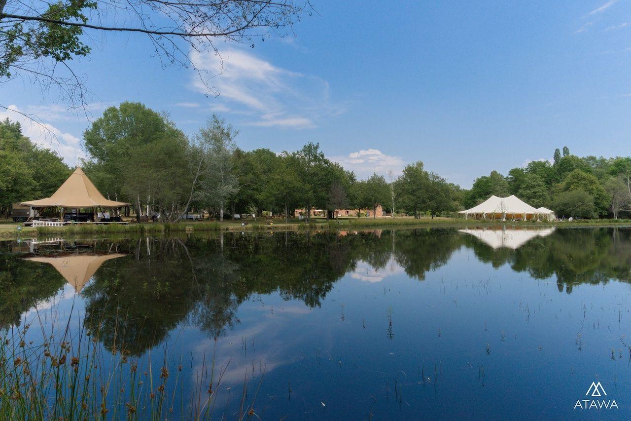 Atawa - Mariage face à un étang dans le Loiret