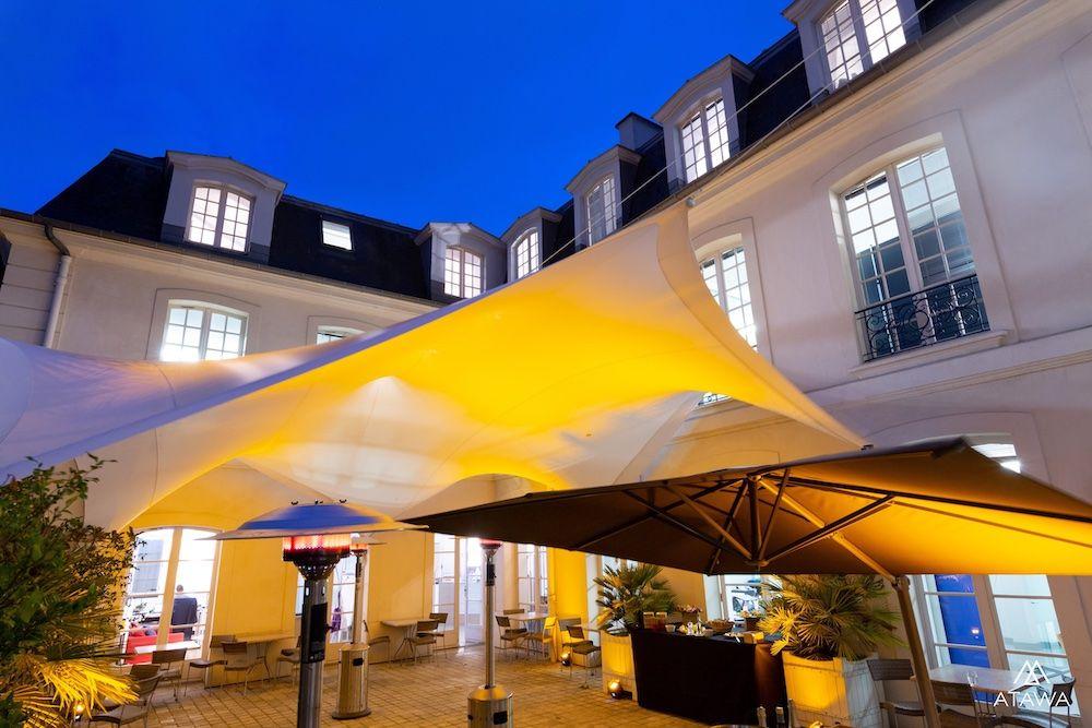 Cocktail d'entreprise dans une cour à Paris